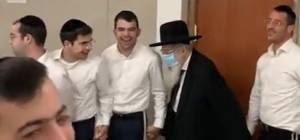הרב ויסבקר עם הבחורים
