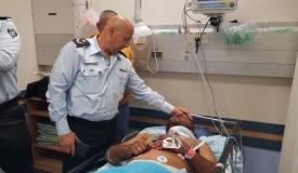 """קצין שב""""ס שנדקר בצווארו - במצב בינוני"""