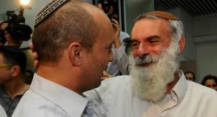 """עם יו""""ר הבית היהודי נפתלי בנט. ארכיון - הבקשה האחרונה: """"תגידו 'שלום' לכל אדם"""""""