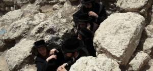 """הפגנה נגד """"חפירות קברים"""" ליד בית שמש"""
