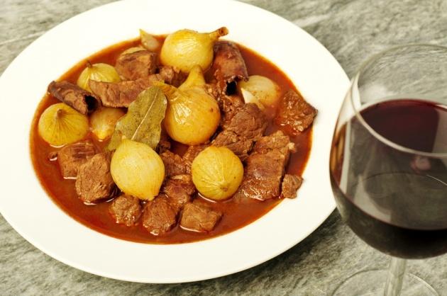 סטיפאדו - תבשיל בשר ובצל יווני