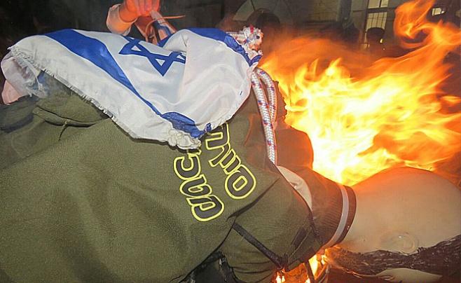 """קיצוני מא""""ש שרפו בובת חייל חרדי • צפו"""