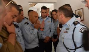 """בזירת הנפילה: השוטר שחזר בפני המפכ""""ל"""