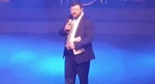 מרגש: ולדר הפתיע במופע - בתוך ה-30 לבנו