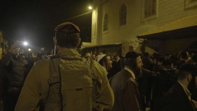 מאות בכפר חלחול; הפלסטינים התפרעו