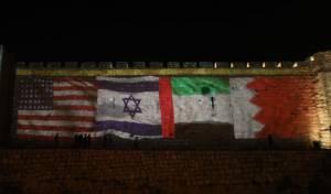 חומות העיר העתיקה הוארו בדגלי המדינות