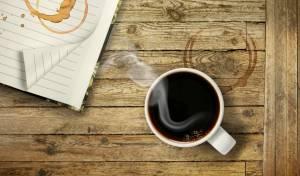 כוס קפה הכתימה את השולחן? זה הפתרון