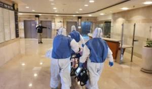 הילדה מגיעה לבית החולים