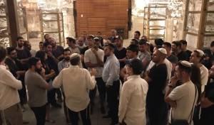 ידוענים ישראלים בסיור בכותל המערבי • צפו