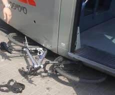זירת התאונה - ילד חרדי נסע באופניו ונדרס מהרכבת הקלה