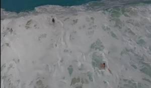 חוף קואה - כשגלי הענק מתרסקים על החוף