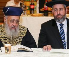 הרבנים הראשיים לישראל בימים טובים יותר - באמצע הכהונה: כך נפערה המחלוקת בין הרבנים הראשיים