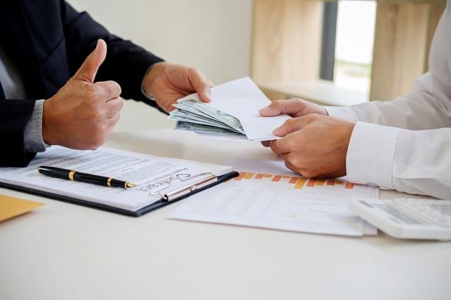 """הטעיה צרכנית: עסקת נדל""""ן במחיר מופרז"""