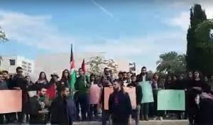 בלב תל אביב: מפגינים עם דגלי פלסטין. צפו