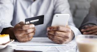 חלה ירידה חדה ברכישות באשראי בתחומי המסעדנות, התיירות, התחבורה והדלקים