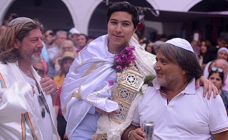 """חגיגות ל""""ג בעומר באי ג'רבה בתוניסיה • צפו"""