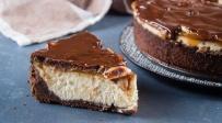 ללא אפייה: עוגת גבינה וחמאת בוטנים בציפוי גנאש שוקולד