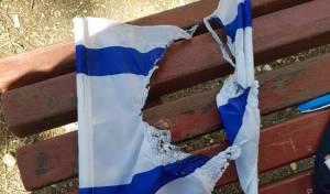 צעירים ערבים שרפו דגלי ישראל ונעצרו