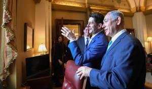 """נתניהו בוושינגטון, לצד יו""""ר בית הנבחרים. מרוצה - מה אתה אוהב בתפקידך? - נתניהו: 'חקירות'"""