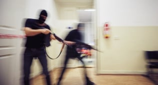 """אל קאעידה אחראי לפיגוע בבסיס בארה""""ב"""