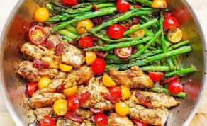 פרגיות וירקות ברוטב פסטו - ארוחה בסיר אחד: פרגיות וירקות ברוטב פסטו