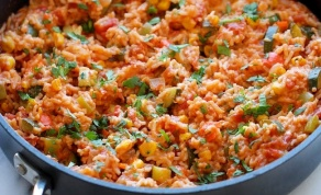 אורז מקסיקני אדום עם המון ירקות