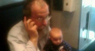 """שליח חב""""ד עם בתו התינוקת (צילום: קראון-הייטס אינפו)"""