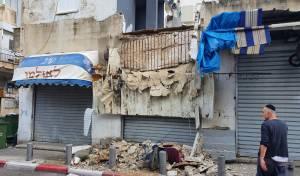 פגעי מזג האוויר: אישה ניצלה מקריסת בניין