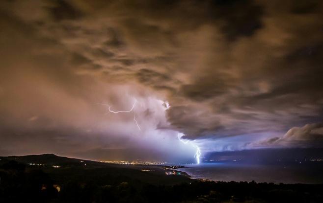 ברקים מרהיבים