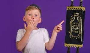 """""""אין שמחה גדולה כמו כניסה לחג מתן תורה עם ספר תורה שיכול להיות רכושכם הפרטי"""""""