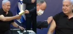נתניהו מקבל את הפנקס הצהוב אחרי החיסון