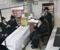 הרבי מויז'ניץ שר על קבר הברדיטשובר • צפו