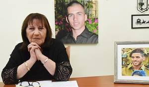 """אמו של אורון שאול הי""""ד - משפחת שאול: נגד חילוץ גופות המחבלים"""
