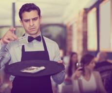 טיפים למלצרים ייחשבו כחלק מלא משכרם