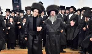המונים בשמחת בית זוטשקא-י-ם ולעלוב בראנוביץ