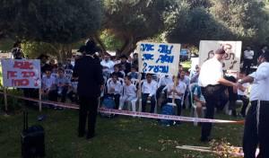 """תיעוד: הילדים הפגינו נגד רה""""ע בני כשריאל"""