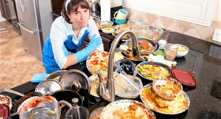 כך תסגרו 7 ארוחות חג בלי ערימות של כלים בכיור