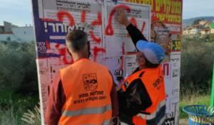 צפו: עובדי רכסים תלשו מודעות נגד חיסונים