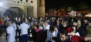 """הפגנת החילונים והגוים באשדוד, הערב - אחרי ליברמן; אלפים מפגינים באשדוד """"נגד כפייה דתית"""""""