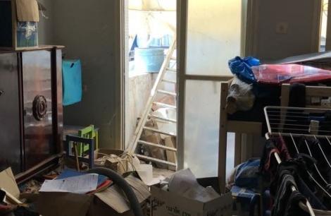 ההרס בדירה בה נעצר - פרץ לדירות, ביצע הרס וננעל על-ידי הדיירים