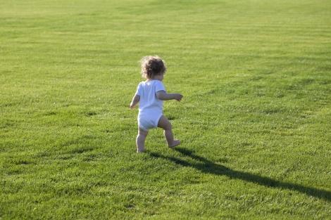 בעשרה צעדים לגמול את הילד מחיתול. אילוסטרציה