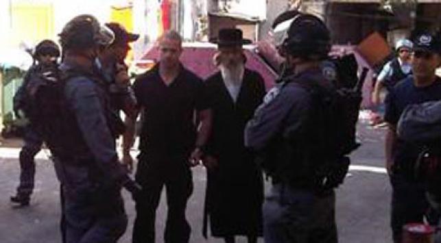 מוטל' הירש מובל למעצר. צילום: איצקוביץ בתמונות