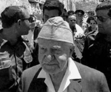 גם בן גוריון הפתיע ובא לכותל עם שחרורו - כך הישראלים התרגשו משחרור הכותל • צפו