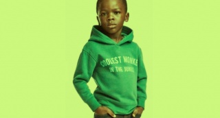 התמונה שעוררה את הסערה - הפרסומת הגזענית של H&M שעוררה זעם בעולם