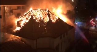 בית הכנסת עולה באש