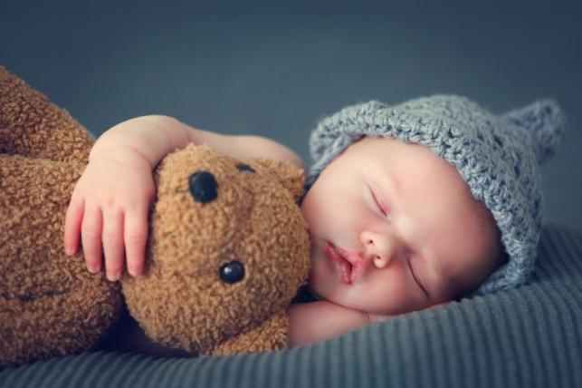 כשהוא סוף סוף נרדם, אנו אצות רצות לטפל בענייני הבית