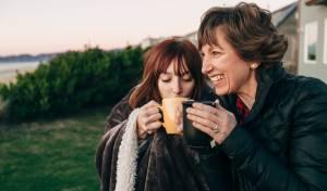 מחקר: אנו הופכות לאמהות שלנו בגיל 33