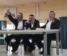 צפו: הרב בלוי מסביר לבחורים מה זה 'לייקים'