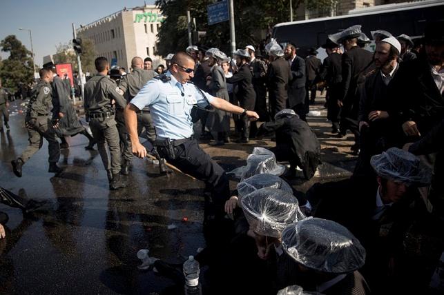 """העדה החרדית: """"דיכוי אכזרי נגד היהדות"""""""