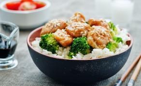 ארוחה לכל השבוע. עוף מוקפץ עם ברוקולי ופטריות